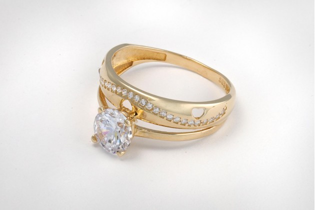 Vintage styled engagement ring with zircons