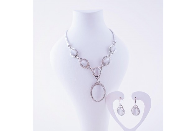 Stylish necklace and earrings