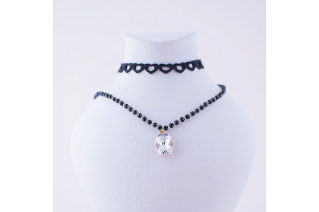 Necklace with heart shaped choker