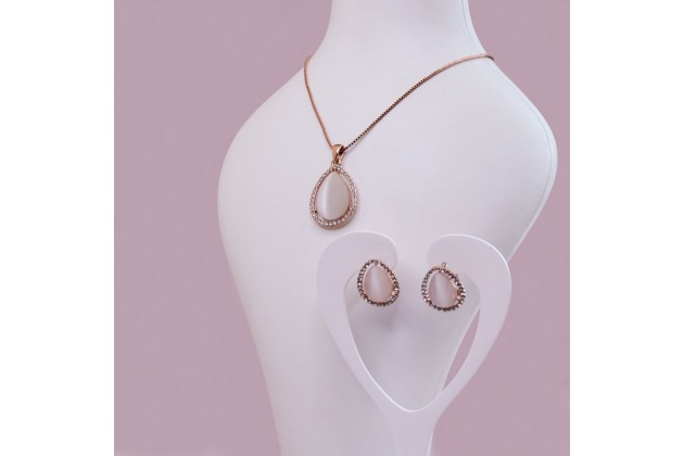 Teardrop jewelry set with quartz and crystals