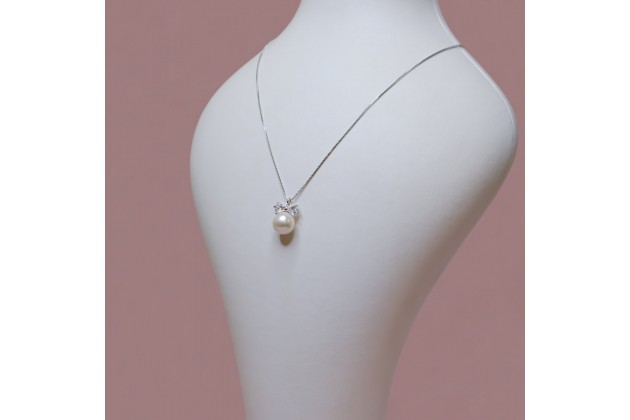 Pearl and crystal bow necklace