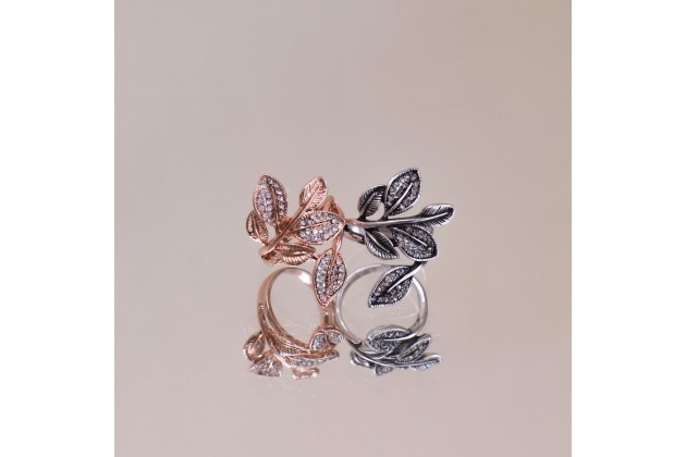 Sparkling ring with crystals Flora
