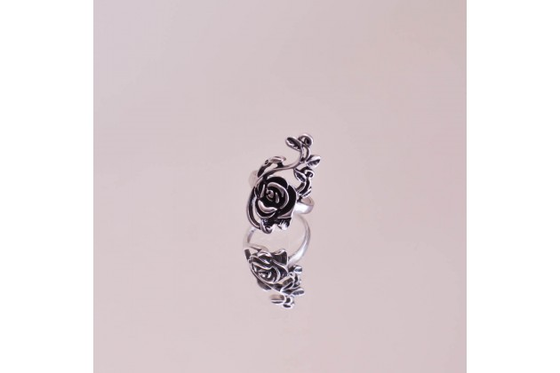 Rose garden woman's ring