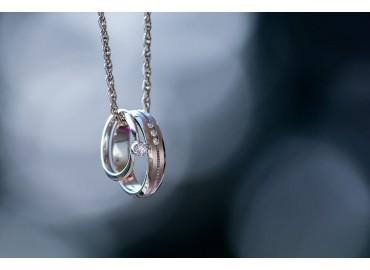 Вашите сватбени халки - как се поставят годежният пръстен и халката?