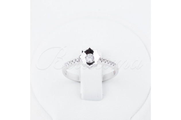 White gold engagement ring with diamonds Star