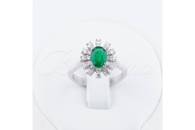 Oval emerald golden/engagement ring